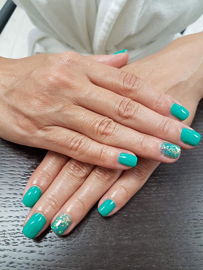 unghii de culoare verde